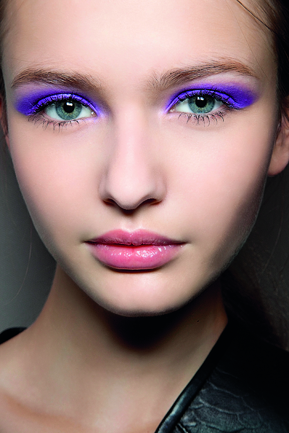 How to do Neon Makeup