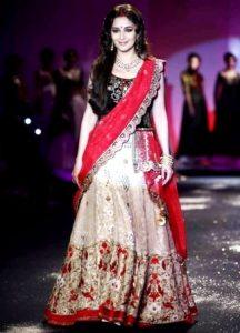 Madhuri Become Anju Modi's Devi at PCJ Delhi Couture Week